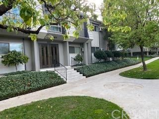 Photo of 6021 Fountain Park Lane #2, Woodland Hills, CA 91367 (MLS # SR20029918)