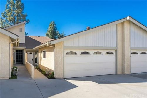 Photo of 19032 Avenue Of The Oaks, Newhall, CA 91321 (MLS # SR21020918)