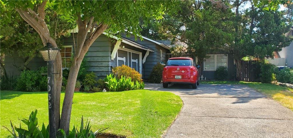 Photo of 7052 Petit Avenue, Lake Balboa, CA 91406 (MLS # SR21163919)