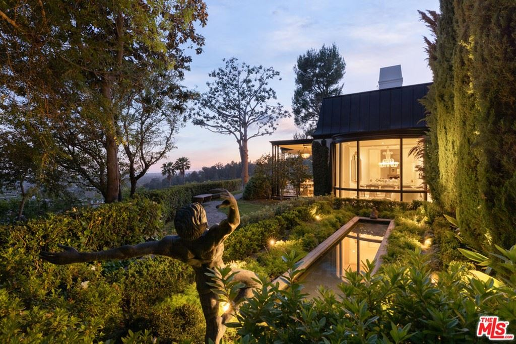 Photo of 1010 N Hillcrest Road, Beverly Hills, CA 90210 (MLS # 21783922)