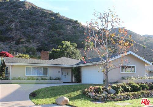 Photo of 5948 PASEO CANYON Drive, Malibu, CA 90265 (MLS # 20605924)