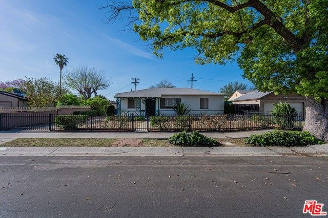 Photo of 12740 Victory Boulevard, Valley Glen, CA 91606 (MLS # 21716924)