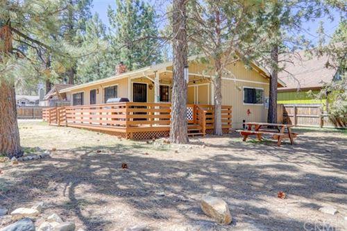 Photo of 933 Lakewood Lane, Big Bear, CA 92315 (MLS # IV21074927)