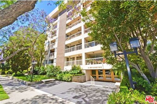Photo of 441 N Oakhurst Drive #303, Beverly Hills, CA 90210 (MLS # 20612928)