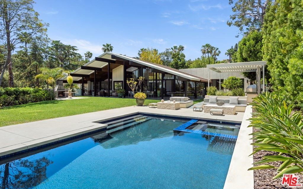 Photo of 920 Foothill Road, Beverly Hills, CA 90210 (MLS # 21747928)