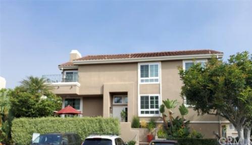 Photo of 19271 Seabrook Lane, Huntington Beach, CA 92648 (MLS # OC21168929)