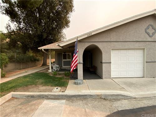 Photo of 26814 Circle Of The Oaks, Newhall, CA 91321 (MLS # SR21211933)