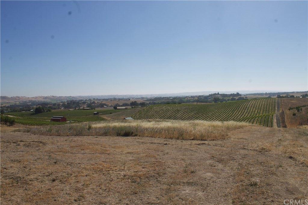 Photo of 5595 El Pomar Drive, Templeton, CA 93465 (MLS # NS21114935)