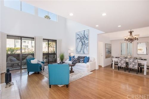 Photo of 621 S Barrington Avenue #305, Brentwood, CA 90049 (MLS # SR20260936)