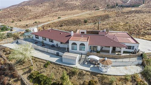 Photo of 645 Lakeview Drive, Palmdale, CA 93551 (MLS # V1-1938)
