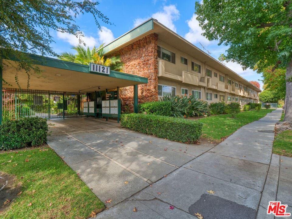 11121 Queensland Street #C19, Los Angeles, CA 90034 - MLS#: 21791940