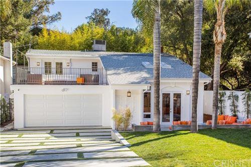 Photo of 4440 Canoga Avenue, Woodland Hills, CA 91364 (MLS # SR21028944)
