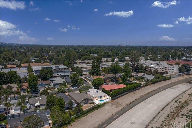 Photo of 4962 Alcove Avenue, Valley Village, CA 91607 (MLS # SR21123944)