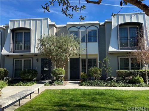 Photo of 22035 Oxnard Street, Woodland Hills, CA 91367 (MLS # SR21011953)