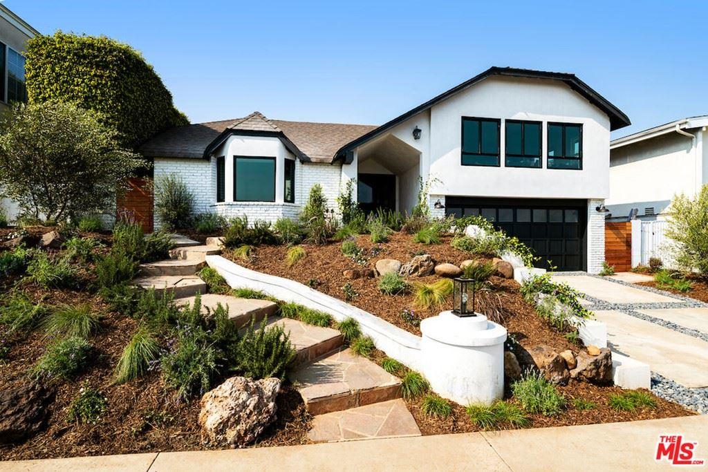 Photo of 18109 Kingsport Drive, Malibu, CA 90265 (MLS # 21787954)