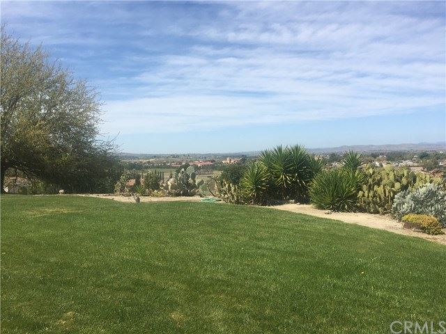 Photo of 1650 Kleck Road, Paso Robles, CA 93446 (MLS # NS21072954)