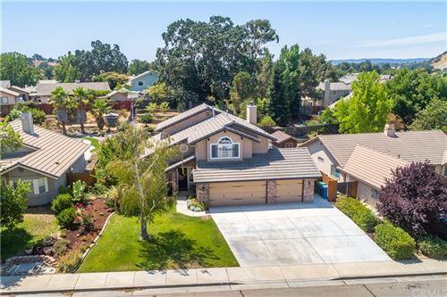 Photo of 172 Edgewater Lane, Paso Robles, CA 93446 (MLS # NS21166956)