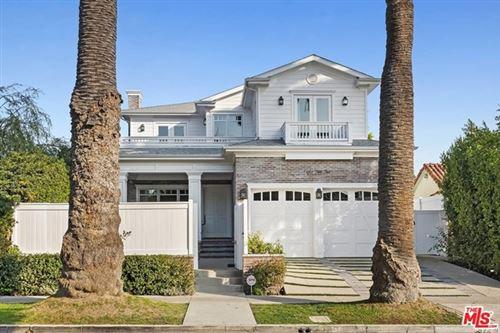 Photo of 822 N Genesee Avenue, Los Angeles, CA 90046 (MLS # 20654958)