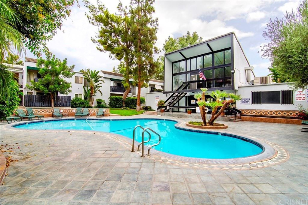 Photo for 18645 Hatteras Street #178, Tarzana, CA 91356 (MLS # SR21184963)