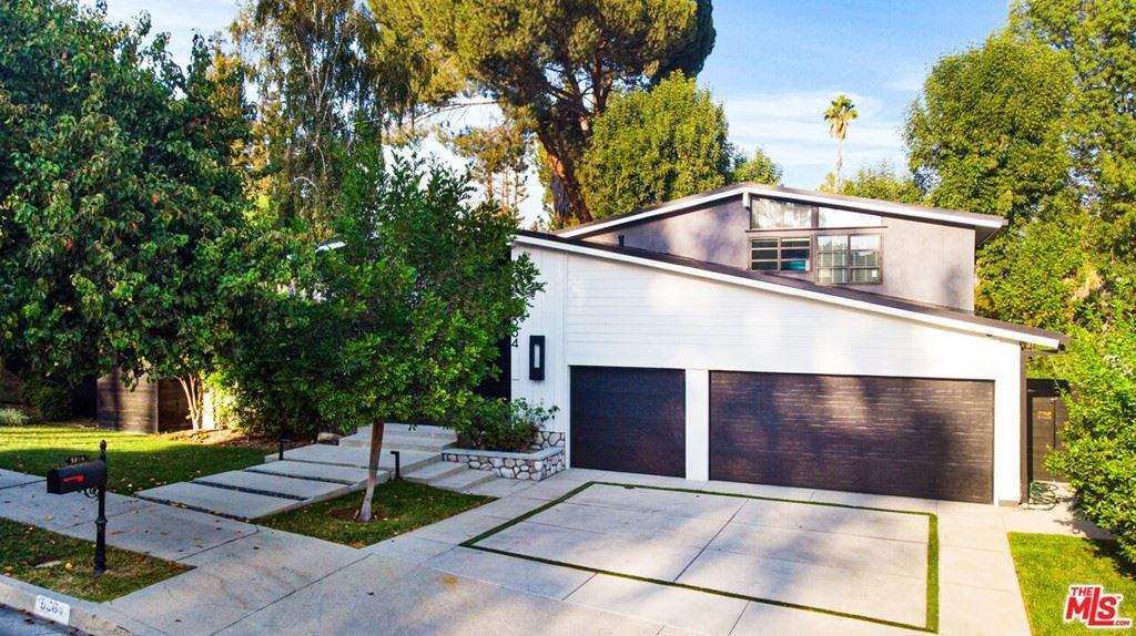 Photo of 5364 Orrville Avenue, Woodland Hills, CA 91367 (MLS # 21783964)
