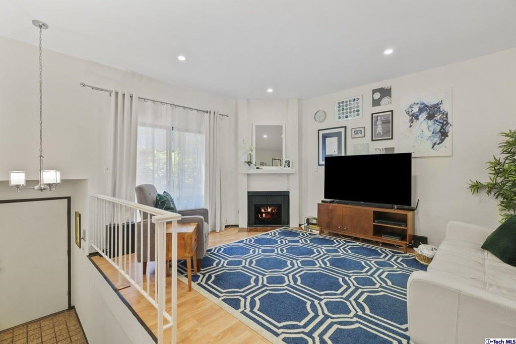 Photo of 320 Mchenry Road #18, Glendale, CA 91206 (MLS # 320006965)