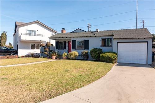 Photo of 10110 Redfern Avenue, Inglewood, CA 90304 (MLS # SB20255966)