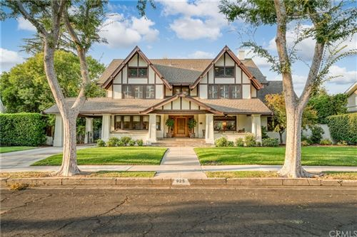 Photo of 925 E Cambridge Avenue, Fresno, CA 93704 (MLS # FR21208967)