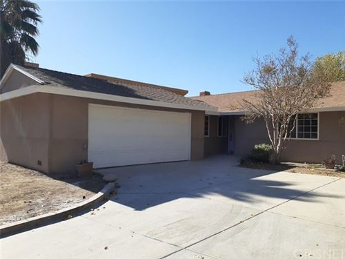 Photo of 27831 Lost Springs Road, Canyon Country, CA 91387 (MLS # SR19266969)