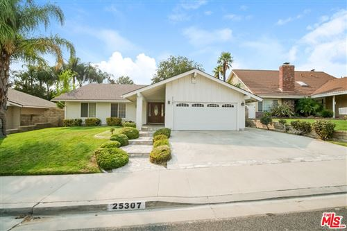Photo of 25307 Via Artina, Santa Clarita, CA 91355 (MLS # 21788972)