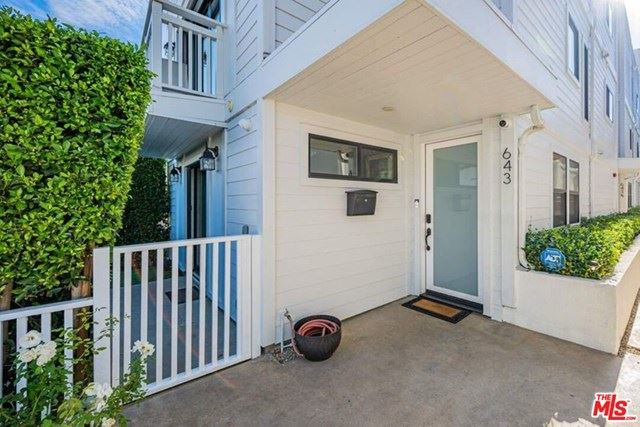 Photo of 643 N Hayworth Avenue, Los Angeles, CA 90048 (MLS # 20645976)