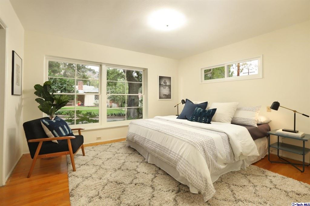 Photo of 1350 Selvas Place, Glendale, CA 91208 (MLS # 320007976)