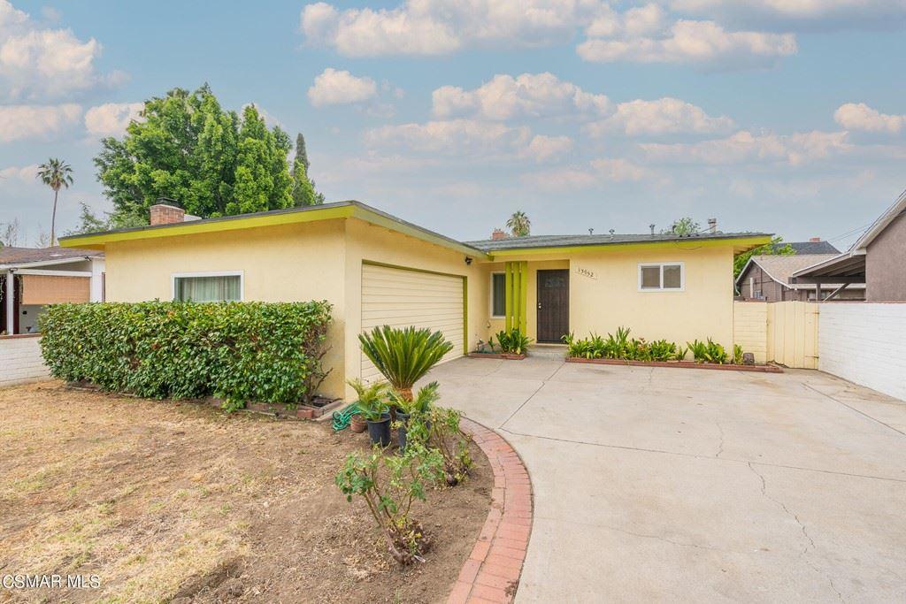 Photo of 13952 Calvert Street, Valley Glen, CA 91401 (MLS # 221003980)