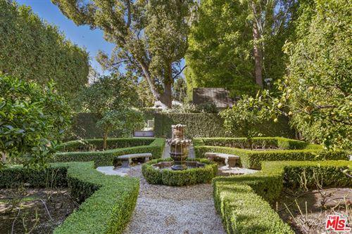Photo of 355 S Muirfield Road, Los Angeles, CA 90020 (MLS # 21758984)