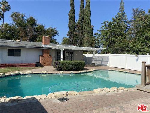Photo of 20502 Oxnard Street, Woodland Hills, CA 91367 (MLS # 21787984)