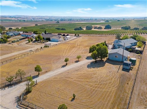 Photo of 5390 Farousse Way, Paso Robles, CA 93446 (MLS # NS21158987)