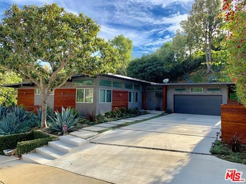Photo of 16636 Pequeno Place, Pacific Palisades, CA 90272 (MLS # 20657992)