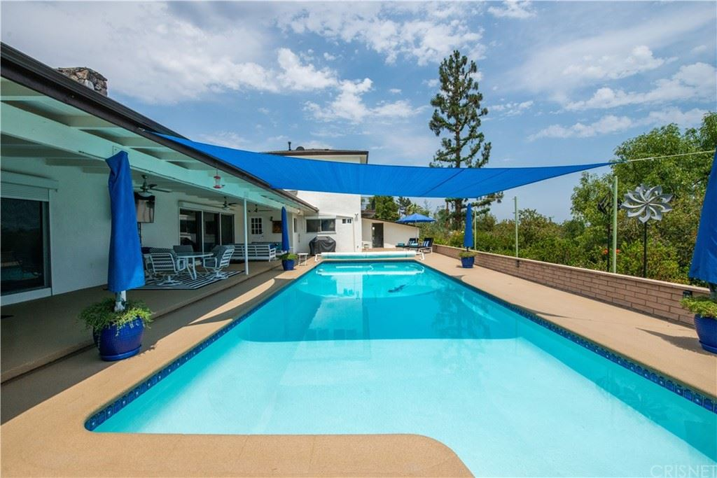 Photo of 12218 Sarazen Place, Granada Hills, CA 91344 (MLS # SR21153992)