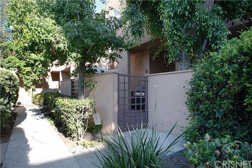 Photo of 18730 Hatteras Street #17, Tarzana, CA 91356 (MLS # SR20139993)