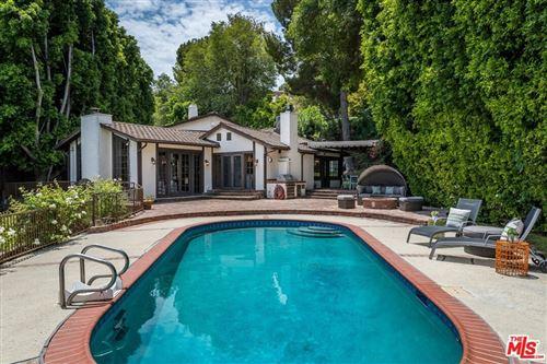 Photo of 4919 Matula Drive, Tarzana, CA 91356 (MLS # 21760994)