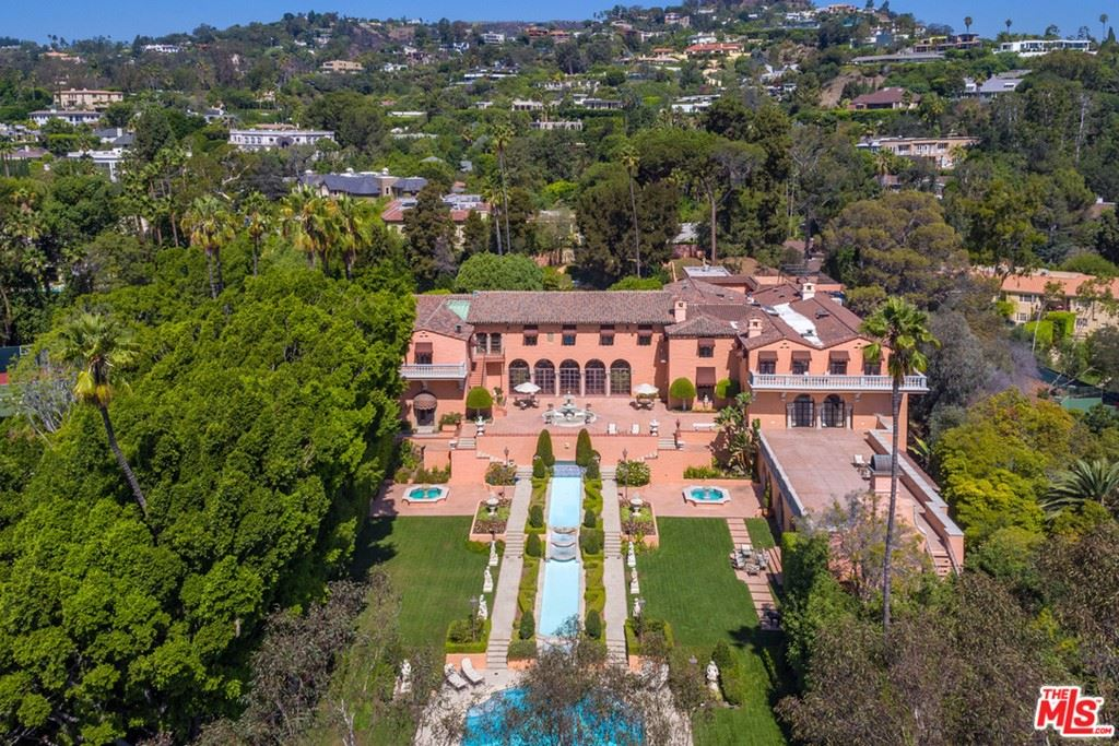Photo of 1011 N Beverly Drive, Beverly Hills, CA 90210 (MLS # 21714994)