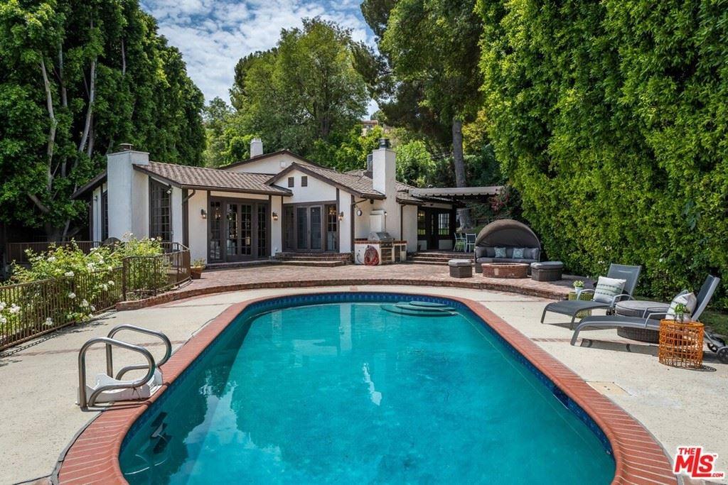 Photo for 4919 Matula Drive, Tarzana, CA 91356 (MLS # 21760994)