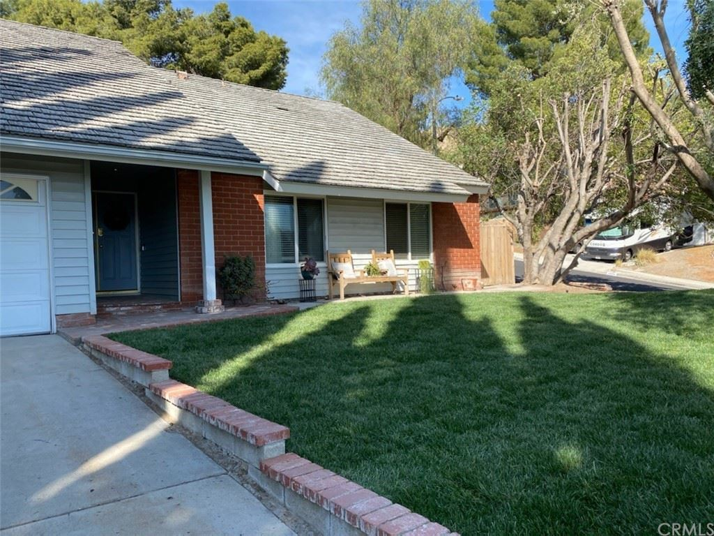 Photo for 29325 Melia Way, Canyon Country, CA 91387 (MLS # TR21076994)