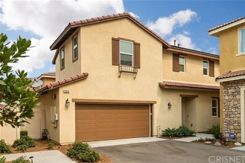Photo of 26842 Albion Way, Canyon Country, CA 91351 (MLS # SR20186996)