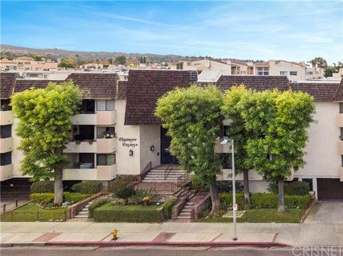 Photo of 5315 Yarmouth Avenue #112, Encino, CA 91316 (MLS # SR20257997)