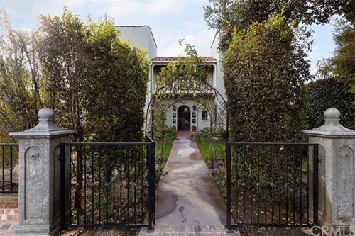 Photo of 422 E Chestnut Avenue, Santa Ana, CA 92701 (MLS # OC21014998)