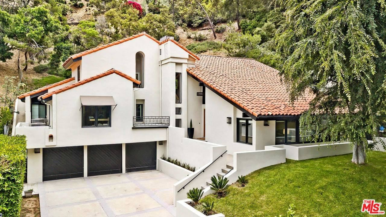 Photo of 9757 APRICOT Lane, Beverly Hills, CA 90210 (MLS # 19535030)