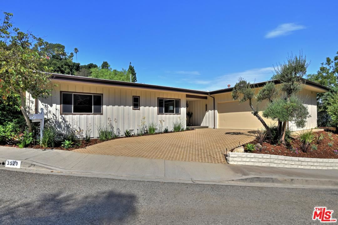 Photo of 3527 STONEHILL Place, Sherman Oaks, CA 91423 (MLS # 20565044)