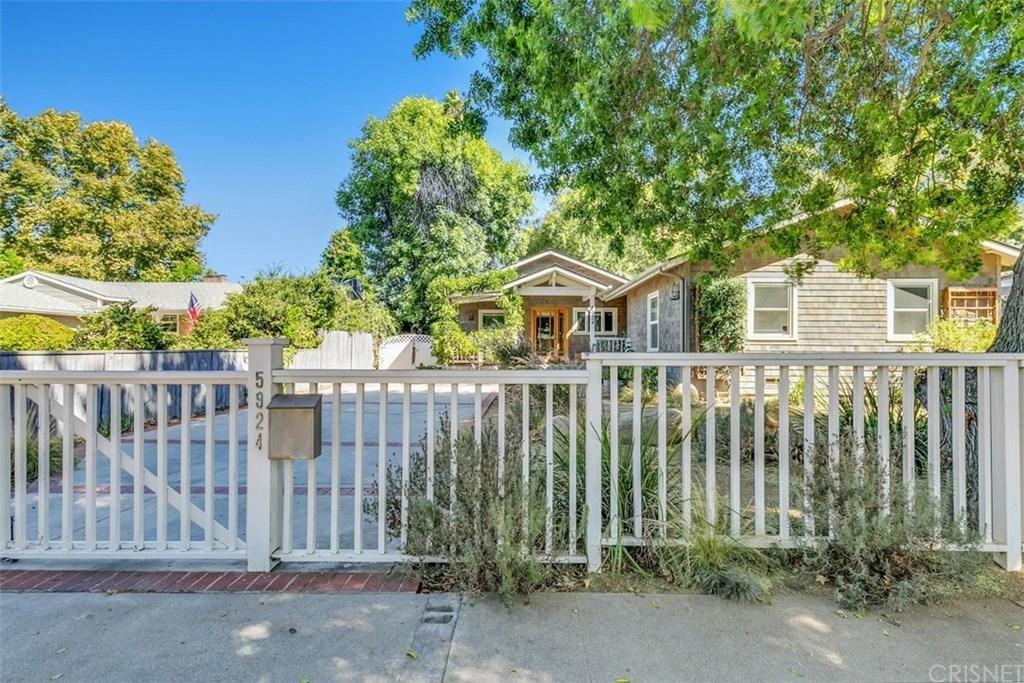 Photo of 5924 VANALDEN Avenue, Tarzana, CA 91356 (MLS # SR20042056)