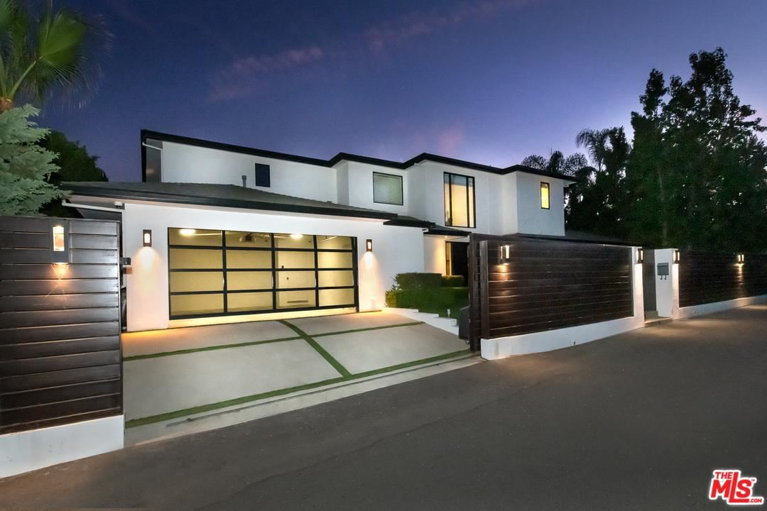 Photo of 2187 SUMMITRIDGE Drive, Beverly Hills, CA 90210 (MLS # 19535078)