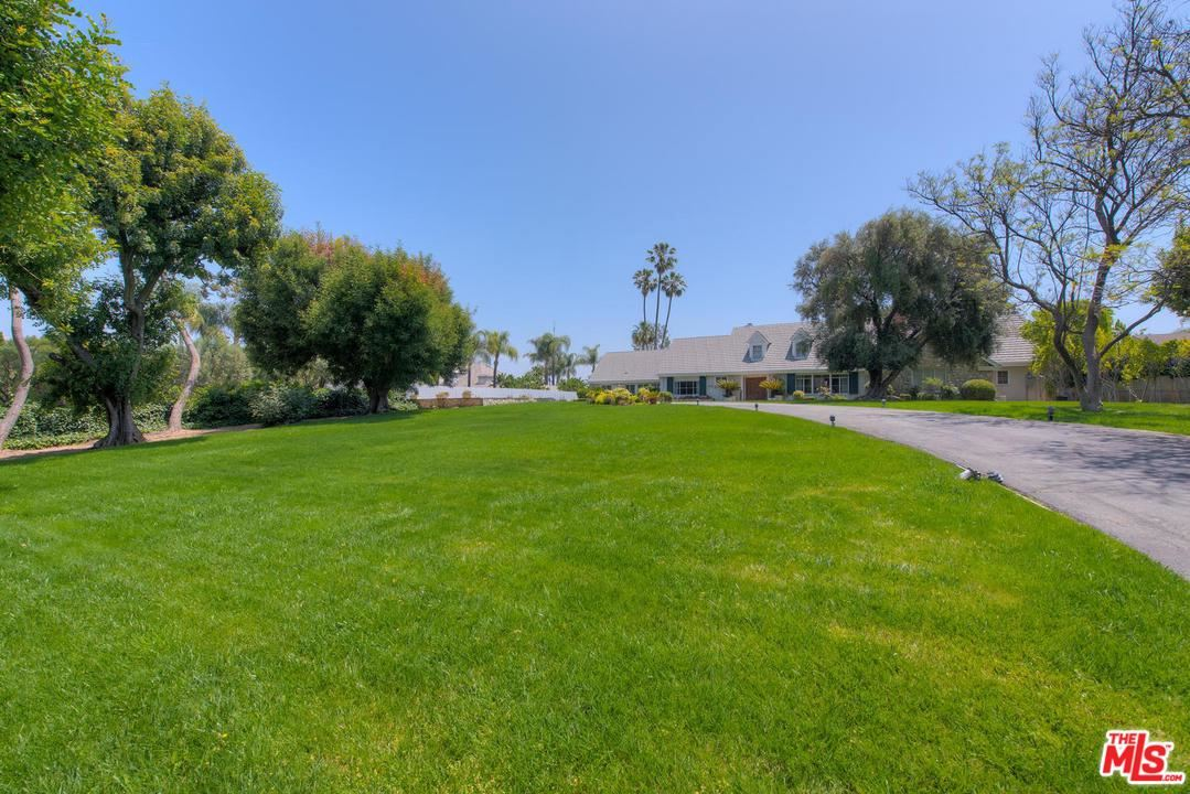 Photo of 4554 PETIT Avenue, Encino, CA 91436 (MLS # 20557084)